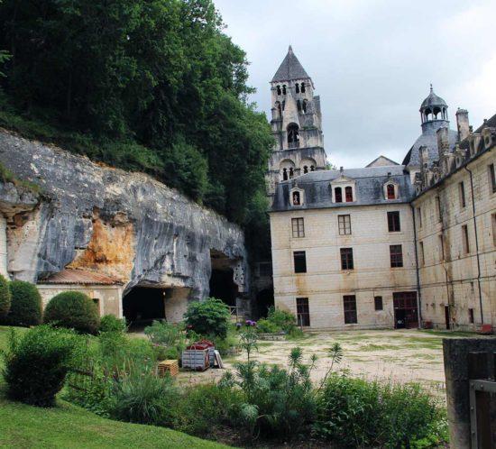 brantome-dordogne-chateau-riviere