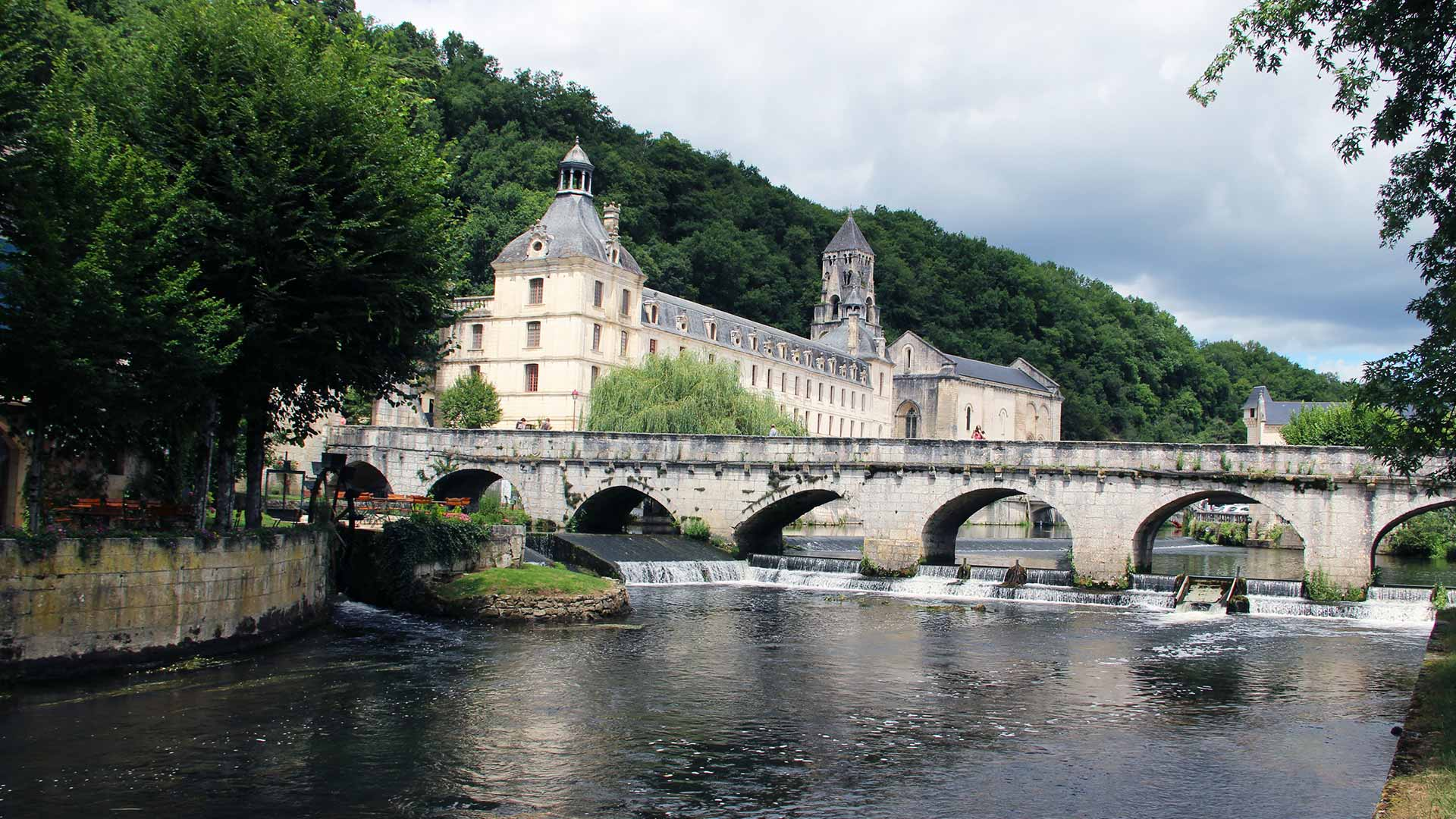 brantome-dordogne-village-cascade